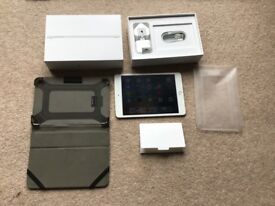 iPad version 4 128 g with 4 g and case as good as new mini ipad