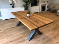 Excellent Condition Solid Oak Dining Table For Sale