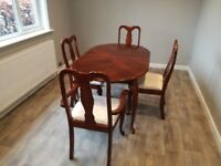 Traditional style extendable dining table and chairs