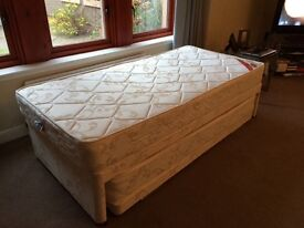 Single bed that pulls out to make a double bed £50