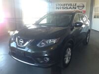 2015 Nissan Rogue SV Alloy Wheels and Back up Camera