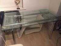 Extendable glass table