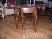OLD OAK GATELEG COFFEE OR OCCASIONAL TABLE WITH TURNED LEGS