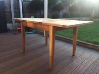 Great quality 4-6 seater extendable oak dining table