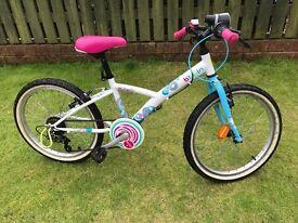 Girls bike B-twin 5 speed mistogirl 3 model.