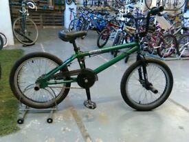 BOYS/GIRLS RUPTION ELEVATE BMX BIKE 20 INCH WHEELS 360 GYRO BRAKES 4X STUNT PEGS GREEN/BLACK GOOD