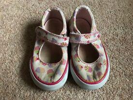 Girls start rite shoes size 5 1/2