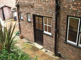 Garden Studio, own entrance, Utility Bills Incl.