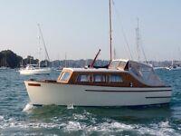 Broom Robb Class Cruiser - 25ft Classic Motor Boat