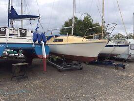Seal 22 lifting keel yacht