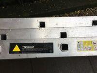 Youngman 3 section 10 rung heavy duty aluminium ladder ( 3.1m-7.4m)