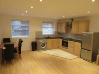 E1 1-BED REFURBISHED APARTMENT ALDGATE EAST TO RENT IN PRIVATE PATIO COUPLES WORKING PROFESSIONALS