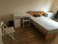 NO AGENCY FEE - 2 Stunning Double Rooms Available Now In Crossharbour - close to Canary Wharf