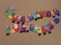 Caterpillar Finger Puppet Alphabet Wall Hanging (Fiesta Crafts)
