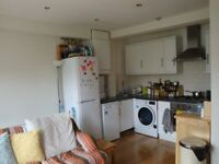 A BRIGHT AND SPACIOUS (TWO) 2 BED/BEDROOM FLAT - CROUCH END - N8
