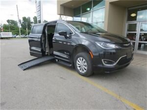 2017 Chrysler Pacifica Touring L Mobility - Side Entry  Power Ra