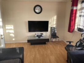 2nd floor fabulous two bed flat separate kitchen Tooting\Streatham WANDS borders DSS considered