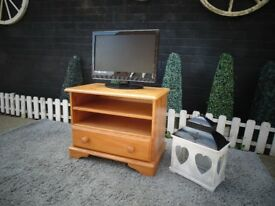 SOLID PINE TV CABINET WITH 1 DRAW VERY SOLID AND IT'S IN VERY GOOD CONDITION