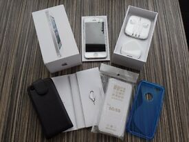 iPhone 5 32gb unlocked - white / silver excellent condition - Bundle, Be Quick this will sell