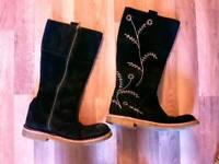 Clarks beautiful black suede boots sz 6 vgc