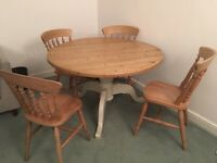 Lovely 5 piece dining room set in solid pine at a great price in lovely condition