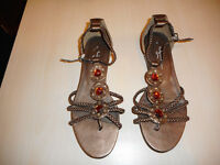 SF Ladies/Girls Sandals Brown Size 4