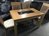 🎅 as new oak Table and 4 chairs