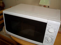 MICROWAVE AS NEW!!