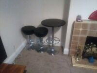Bar/Breakfast table & two stools