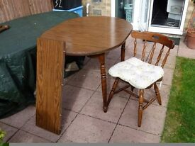 Extendable Dining TAble and 4 Chairs