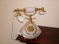 Antique style telephone £10