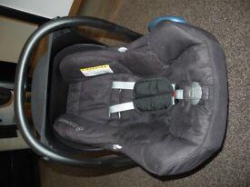 Maxi Cosi black car seat