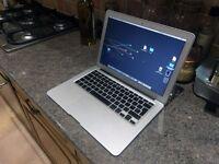 MacBook Air 13 inch 2010 - 1.86Ghz Intel Core 2 Duo, 128GB, 4GB RAM