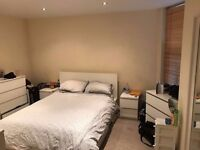 AVAILABLE NOW ! Lovely DOUBLE ROOM in a house to rent in Canary Wharf, E14 3AR.. £990pcm !!