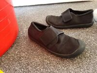 girls gym shoes clarks size 1