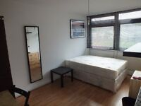 Lovely Double Room Available - Only one stop from Bank Underground Station