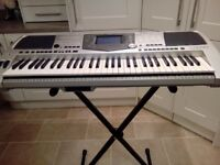 Yamaha PSR 2000 keyboard and stand