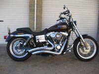 Harley-Davidson Dyna 1584 FXDC Super Glide.