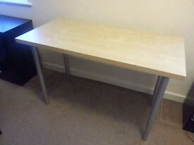 High Quality Table with Adjustable Legs
