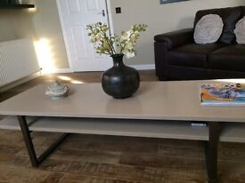 To/unit /coffee table