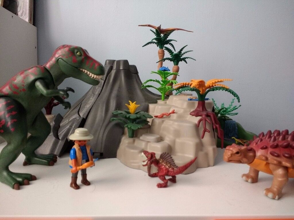 Playmobil Exploding Volcano With Dinosaurs In