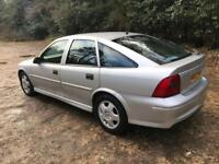VAUXHALL VECTRA 1.6 HATCHBACK IN SILVER. MOT, 1 FORMER KEEPER, DRIVES VERY WELL