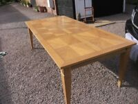 BEAUTIFUL LARGE SOLID WOODEN OBLONG DINING/KITCHEN TABLE