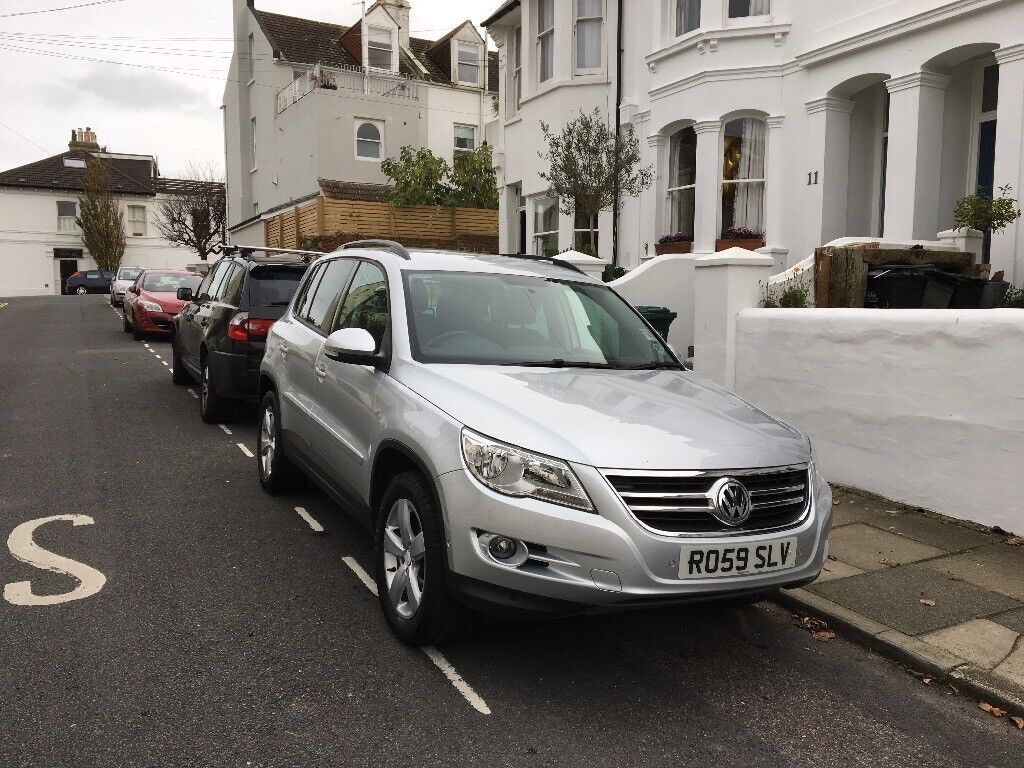 Silver VW Tiguan 2009 ***Full service history***