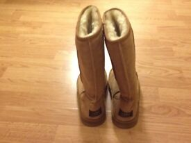 Ladies size 6 UGG boots though like a size 5