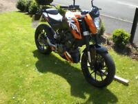 KTM Duke 125 cc Orange low mileage