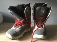 Kids snowboarding boots, size uk 6