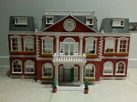 Sylvanian Families Regency Grand Hotel and Accessories