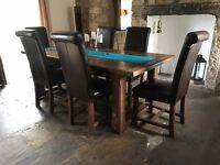 Beautiful solid oak dining table and 6 leather chairs