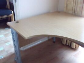 Lovely beech wave shaped desk 160cm long, 121cm depth, good condition with silver metal frame.
